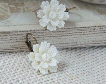 Innocence/Off White Flower Earrings/Ligth Ivory Earrings/Soft Ivory Flower Earrings/