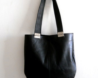 Black  leather bag , Every day leather bag,  tote with black straps and hinges