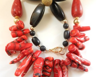 Beautiful Coral INCANTATION Artisan Handmade Bamboo Coral and Onyx vintage necklace - unique piece italian necklace - art.567/3-