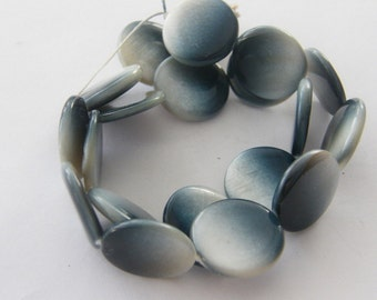 20 Inky blue shell round beads B26