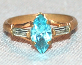 Vintage / Ring / Rhinestone / Turquoise / Clear / Gold Tone / old / jewelry / Bling