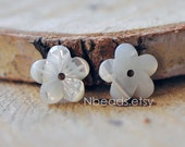10pcs White MOP Shell Flowers 10mm, Carved Mother of Pearl Flowers , Center Drill for Earrings - (V1189)