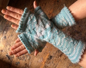 Knitting Pattern Dragon Scales : Dragon Scale Mitts Knitting Pattern by StichesAndInk on Etsy