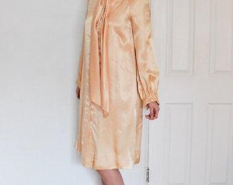 Beautiful Elegant Silk Satin Classic Simple ANTHONY MUTO 1970s 1980s Dress
