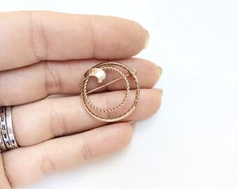 vintage circle pin brooch Van Dell 12K GF circle with leaf small pin