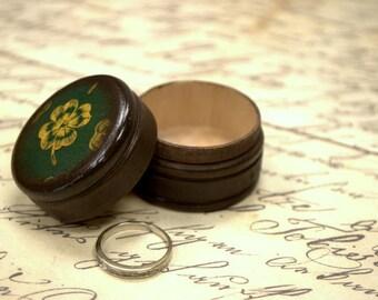 Four Leaf Clover Pill Box, Wooden Pill Box, Small Pill Box, Irish Gift Box, Ireland, Kelly Green, Clover, St. Patrick's day Gift, Celtic box
