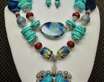 COWGIRL WESTERN NECKLACE / Statement Bold Howlite Turquoise Chunky Jewelry - CaRRiBeaN CoWGiRl FuN