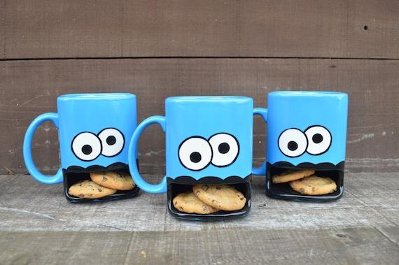 Googly Eyed Monster Dunk Mug Biscuits En C 233 Ramique Et Tasse