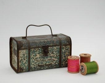 Ancienne boite accessoires pour machine coudre bo te for Boite a couture remplie