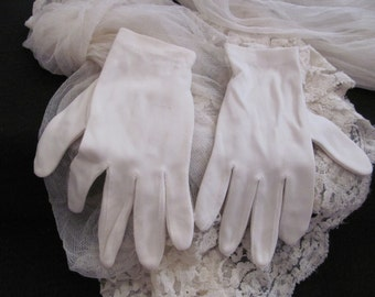 Vintage White Nylon Ladies Stretch Wrist Gloves Small