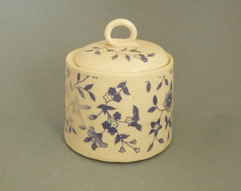 Small lidded jar with vines