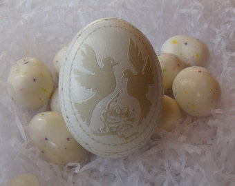 Etched And Carved Victorian Lace Egg - Love Birds