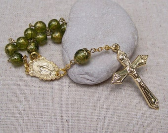 Catholic pocket rosary tenner with green and gold textured glass beads in gold