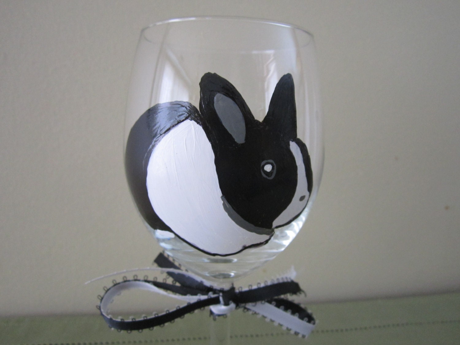 hand painted wine glass dutch rabbit black and white bunny. Black Bedroom Furniture Sets. Home Design Ideas