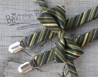 Ready-to-Ship ---- SIZE MEDIUM Green & Gold diagonal stripe bow tie and suspender set for little boys - photo prop, wedding, ring bearer