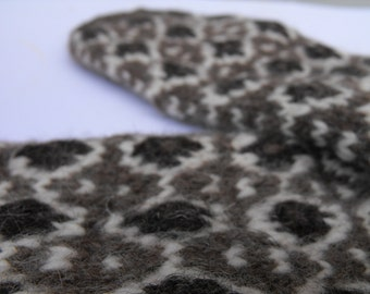 Mittens - hand knitted mittens made of mix of British wool of natural colour