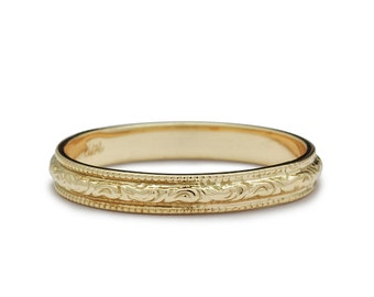 Vintage Engraved Scrolls Wedding Band in Yellow Gold