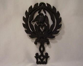 Griswold cast iron trivet - #1730 - 3 legs/nubbins