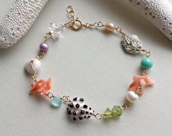 Hawaiian Shell Bracelet, Beach Charms, Beachy Bracelet, Ocean Charm Bracelet, Beach Shell Bracelet, Bohemian:  SHORT Length