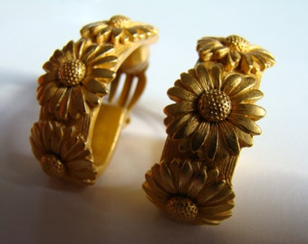 Escada daisy  earrings