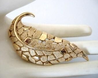 Vintage Crown TRIFARI Brooch - Trifari Gold Tone Leaf Brooch