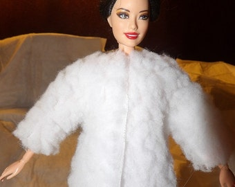 Short fuzzy white faux fur jacket for Fashion Dolls - ed695