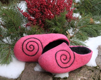 Hand Made felted slippers. Size EU 34 ready to ship.  Little Kid Shoe. Hand Felted Soft Wool Slippers  in Pink with Lackey button.