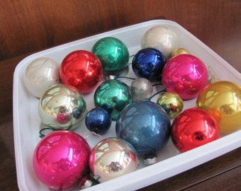Vintage 50's Shiny Brites Glass Christmas Ornaments - set of 17 - Holiday Decorations - Ornaments - Collectibles - Christmas Balls