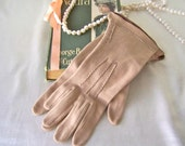 Vintage Gloves Beige Cotton Gloves Chocolate Brown Edge Ladies Gloves Size 6 1/2 Vintage 1960s