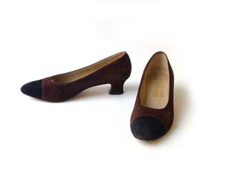 Vintage Ferragamo retro Italian designer brown and black suede pumps US 7 1/2 size 38