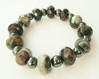 Black and gunmetal grey gemstone bracelet with agate and haematite, beaded gemstone bracelet, grey gemstone, gray bracelet