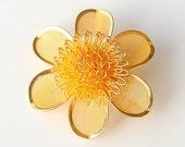 MOD Daisy Pin, 1960s Vintage Gold Mesh Flower Pin, Flower Power, Mid Century Flower Brooch.
