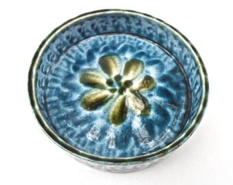 Vintage Blue Green Pottery Dish Tray Portmadoc Wales Round Serving Relish Saucer Porthmadog Cymru Ceramic Small Flower Floral Condiment