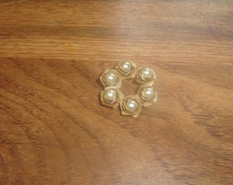 vintage pin brooch goldtone flowers faux pearls