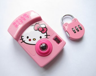 Hello Kitty camera and Lock (pink accessory set of 2)