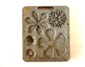 Vintage Fun Flowers Creepy Crawler Mold for Mattel Thingmaker #4520-057 c (c.1966) - Collectible Toy, Flower Mold, Curio Cabinet Oddity