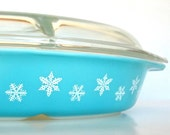 Adorable 50's Pyrex Turquoise Snowflake Divided Covered Dish - Perfect for the Holdiays