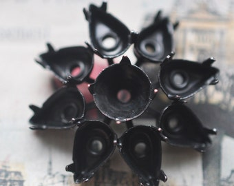 Crystal setting with prongs in raised flower shape, Black Satin Finish