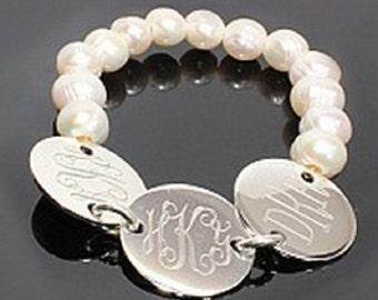 Monogrammed 3-disc stretch pearl bracelet