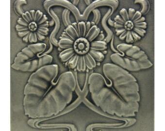 Gray Art Nouveau daisy tile