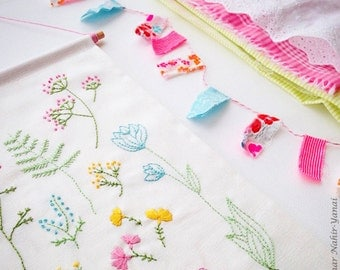 Embroidery Pattern, Needlecraft Design, Instant Download - Botanical Flowers