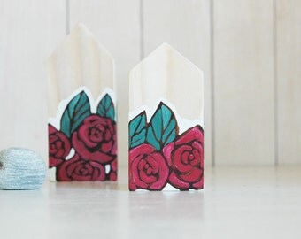 Miniature house, tiny house,hand painted red roses,small wooden houses, home decor