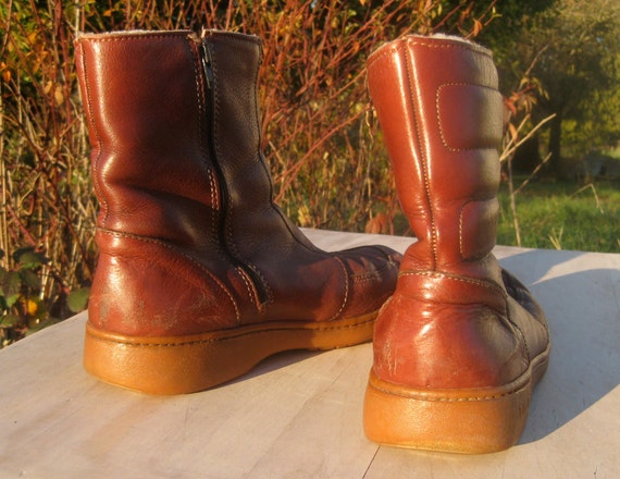 Items similar to Vintage Bates Floater Quilted Boots 9
