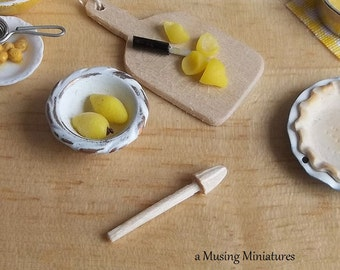 Vintage Style Citrus Reamer in 1:12 Scale for Dollhouse Miniature Kitchen Pie Bakery
