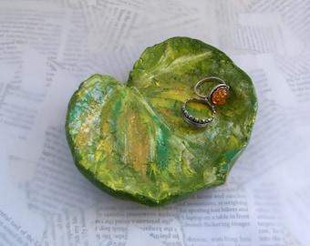 Ring dish /  Leaf trinket tray / Upcycled bowl / Green leaf trinket dish / Eco Chic storage / Spring
