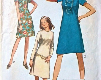"""Simplicity Dress Pattern No 9072 Vintage 1970s Size 14 Bust 36"""" Jiffy Short or Long Sleeves A Line Collarless Back Zipper Easy to Sew"""