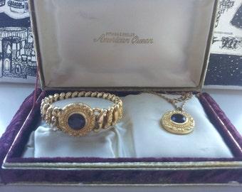 1940s 1950s Vintage American Queen Expansion Bracelet in original box