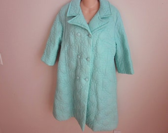 Vintage ladies robe puffy quilted button up Komar lounge wear beauty.  M
