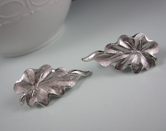 Gorgeous MONET Brushed Silver Tone Leaf Clip On Earrings