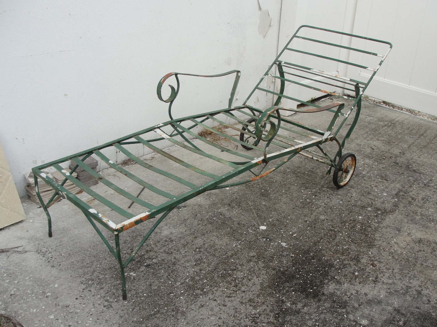 Vintage 1940 39 s green wrought iron adjustable chaise lounge - Chaise metal vintage ...